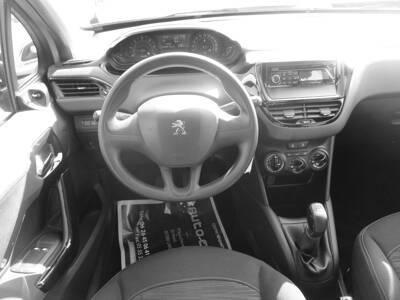 Voir la photo n°5 de la voiture d'occasion PEUGEOT 208 AFFAIRE — 1.4 HDI 68 FAP BVM5 PACK CD CLIM