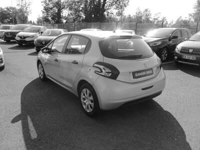 Voir la photo n°2 de la voiture d'occasion PEUGEOT 208 AFFAIRE — 1.4 HDI 68 FAP BVM5 PACK CD CLIM