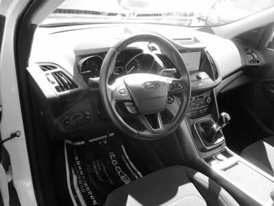Voir la photo n°4 de la voiture d'occasion FORD KUGA — 2.0 TDCi 150 S&S 4x2 BVM6 Executive