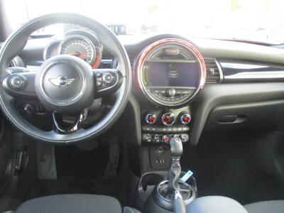 Voir la photo n°5 de la voiture d'occasion MINI MINI F56 — Cooper D 116 ch Pack Chili A