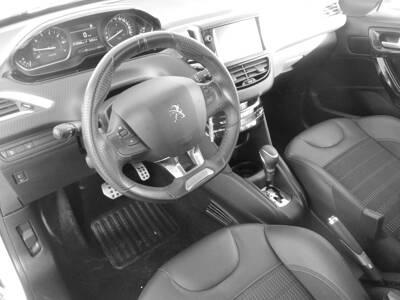 Voir la photo n°5 de la voiture d'occasion PEUGEOT 208 — 1.2 PureTech 110ch S&S EAT6 GT Line