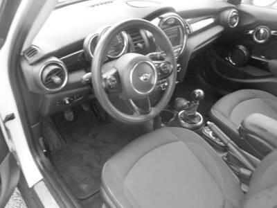 Voir la photo n°5 de la voiture d'occasion MINI MINI F55 LCI — Cooper D 116 ch