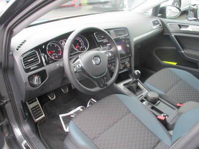 Voir la photo n°4 de la voiture d'occasion VOLKSWAGEN GOLF SW BUSINESS — 1.6 TDI 115 FAP BVM5 Confortline Business