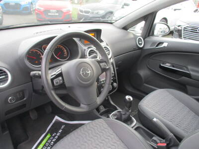 Voir la photo n°4 de la voiture d'occasion OPEL CORSA — 1.3 CDTI - 95 ch FAP ecoFlex Stop/Start Cosmo