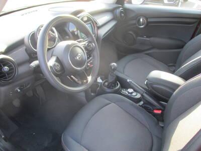 Voir la photo n°4 de la voiture d'occasion MINI MINI F55 LCI — Cooper 136 ch
