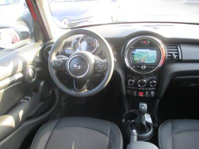 Voir la photo n°5 de la voiture d'occasion MINI MINI F55 LCI — Cooper 136 ch