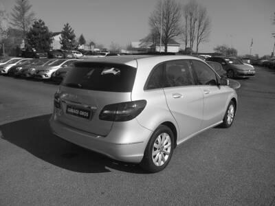 Voir la photo n°3 de la voiture d'occasion MERCEDES CLASSE B — 180 BlueEFFICIENCY Design 7-G DCT A