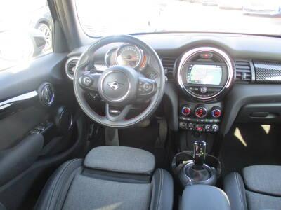 Voir la photo n°5 de la voiture d'occasion MINI MINI F55 LCI — Cooper S 192 ch Finition Business Design