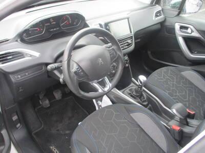 Voir la photo n°4 de la voiture d'occasion PEUGEOT 2008 — BlueHDi 100ch BVM6 Style
