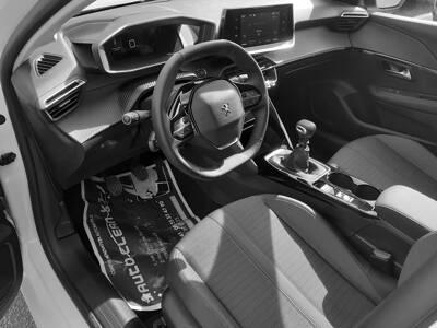 Voir la photo n°4 de la voiture 0KM PEUGEOT 208 — BlueHDi 100 S&S BVM6 Allure Pack