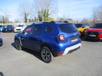 Voir la photo n°2 de la voiture 0KM DACIA DUSTER — Blue dCi 115 4x2 E6U 15 ans