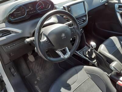 Voir la photo n°5 de la voiture d'occasion PEUGEOT 2008 — PureTech 130ch S&S BVM6 Allure
