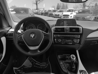Voir la photo n°5 de la voiture d'occasion BMW SERIE 1 F20 LCI — 118d 150 ch Urban Chic