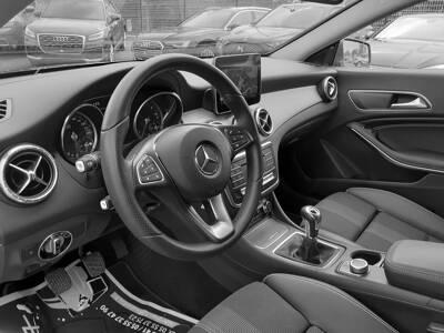 Voir la photo n°4 de la voiture d'occasion MERCEDES CLASSE CLA SHOOTING BRAKE — 200 d Sensation