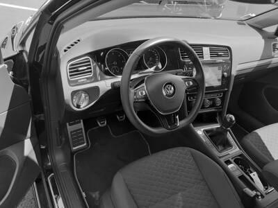 Voir la photo n°4 de la voiture d'occasion VOLKSWAGEN GOLF — 1.6 TDI 115 FAP BVM5 IQ.DRIVE