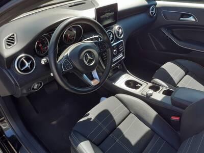 Voir la photo n°4 de la voiture d'occasion MERCEDES CLASSE A — 220 d 7G-DCT Sensation