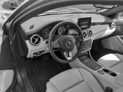 Voir la photo n°4 de la voiture d'occasion MERCEDES CLASSE GLA — 180 Inspiration 7-G DCT A