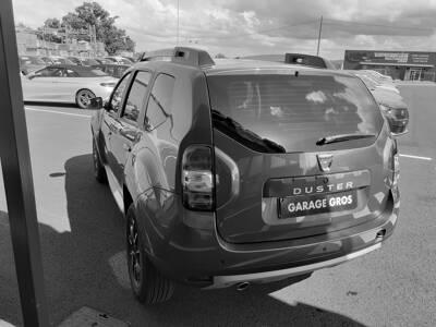 Voir la photo n°2 de la voiture d'occasion DACIA DUSTER — dCi 110 4x2 Black Touch