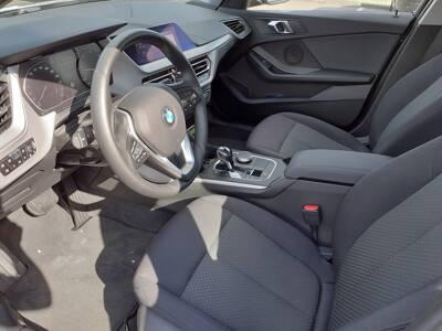Voir la photo n°4 de la voiture d'occasion BMW SERIE 1 F40 — 118d 150 ch BVA8
