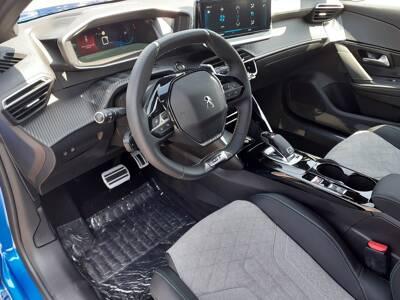 Voir la photo n°4 de la voiture 0KM PEUGEOT 208 — PureTech 130 S&S EAT8 GT Pack