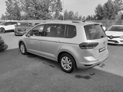 Voir la photo n°2 de la voiture d'occasion VOLKSWAGEN TOURAN — 2.0 TDI 115 DSG7 7pl IQ.Drive