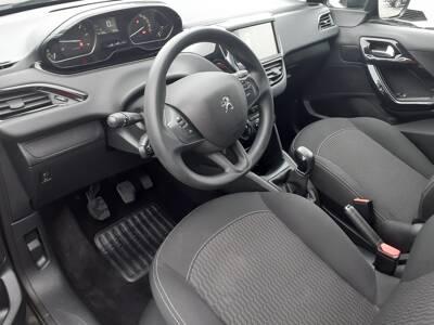 Voir la photo n°4 de la voiture d'occasion PEUGEOT 208 — 1.6 BlueHDi 75ch BVM5 Active