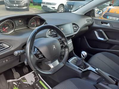 Voir la photo n°4 de la voiture d'occasion PEUGEOT 308 SW — BlueHDi 130ch S&S BVM6 Style