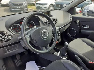 Voir la photo n°4 de la voiture d'occasion RENAULT CLIO III BUSINESS — dCi 75 eco2 Business