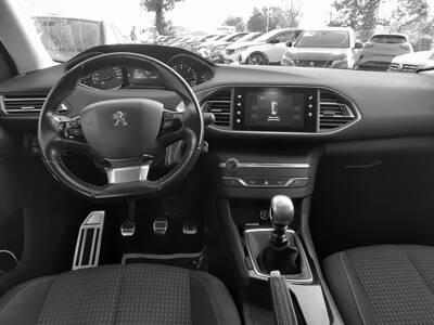 Voir la photo n°5 de la voiture d'occasion PEUGEOT 308 SW — 1.6 BlueHDi 120ch S&S BVM6 Style