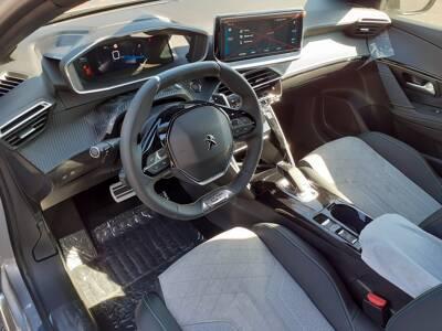 Voir la photo n°5 de la voiture 0KM PEUGEOT 208 — PureTech 130 S&S EAT8 GT Pack