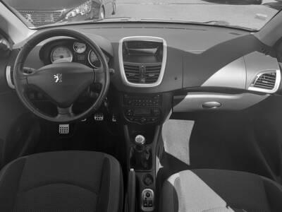 Voir la photo n°5 de la voiture d'occasion PEUGEOT 206+ — 1.4e 75ch Sportium