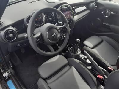 Voir la photo n°5 de la voiture 0KM MINI MINI F55 LCI II — Cooper S 178 ch Essential