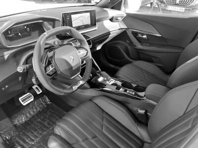 Voir la photo n°4 de la voiture 0KM PEUGEOT 2008 — BlueHDi 130 S&S EAT8 GT Pack