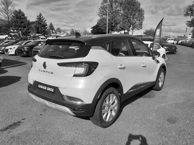 Voir la photo n°3 de la voiture 0KM RENAULT CAPTUR — TCe 90 Intens